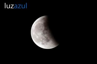 Eclipse_2011_Luzazul