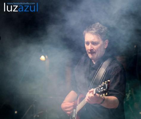 Miguel Costas, guitarra en ristre en el concierto de las fiestas de Sant Vicent Ferrer.