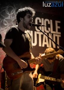 Concierto de debut de Étant Donnes en el pub Zeppelin dentro del Cicle Mutant. luzazul estudio. Fotos Raul Rubio. 2014, La Vall d'Uixó.