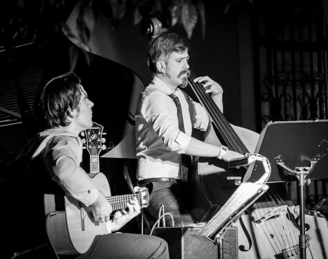 Joan Herrero y Gato Marlatto, a la guitarra y el contrabajo, respectivamente.