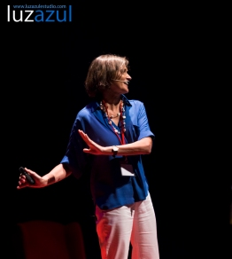 Concha Maldonado en las charlas TEDxLaVall2015, organizadas por el IES Honori Garcia en la Vall d'Uixó. Foto: Raúl Rubio (www.luzazulestudio.com)