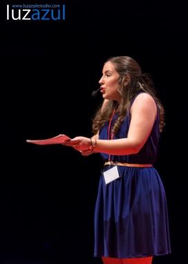 Laura Pérez Sanchis en las charlas TEDxLaVall2015, organizadas por el IES Honori Garcia en la Vall d'Uixó. Foto: Raúl Rubio (www.luzazulestudio.com)