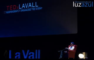 El Mago Ortbit en las charlas TEDxLaVall2015, organizadas por el IES Honori Garcia en la Vall d'Uixó. Foto: Raúl Rubio (www.luzazulestudio.com)