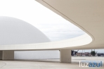 Pasarela y cúpula del Nienmeyer.